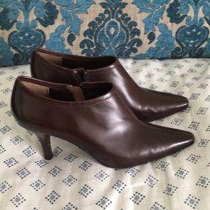 Anne Klein iflex brown booties - size 8